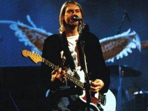 Гитару легендарного музыканта Курта Кобейна продали с молотка!