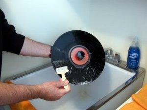 Как правильно чистить виниловые пластинки